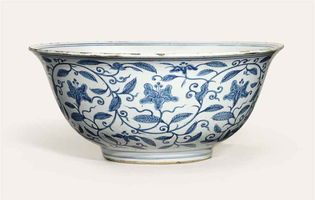 A LARGE BLUE AND WHITE 'DAY LILY' BOWL