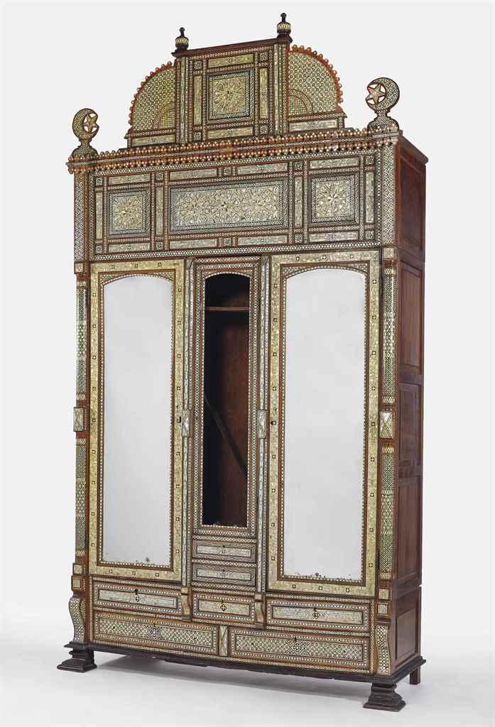 Grande armoire de la premiere moitie du xxeme siecle for Grande armoire noire