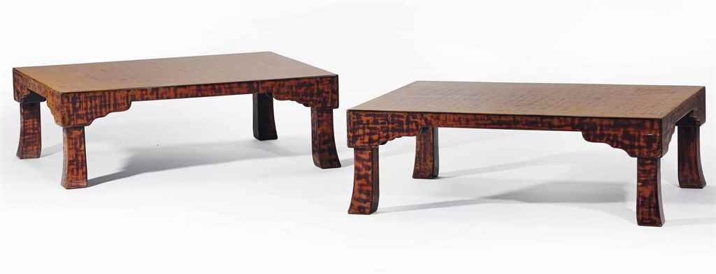 DEUX TABLES BASSES EN BOIS LAQ