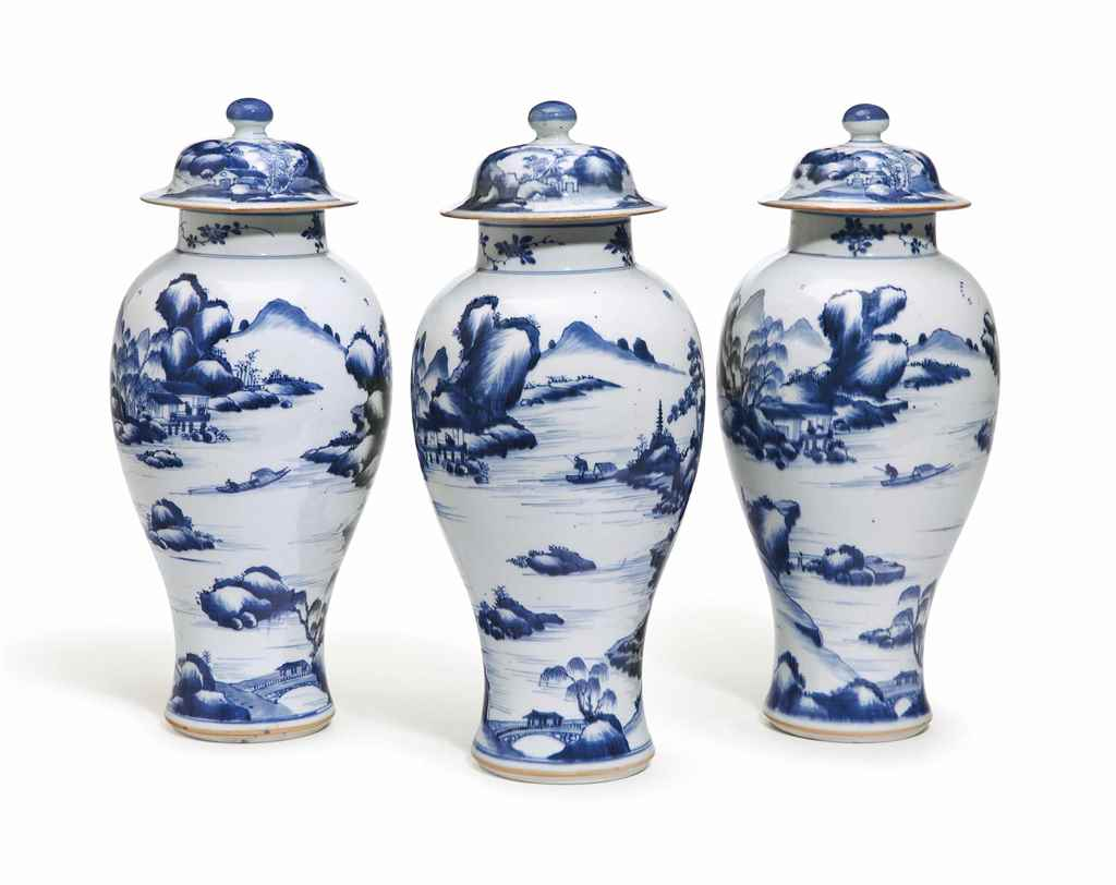 A SET OF THREE CHINESE EXPORT