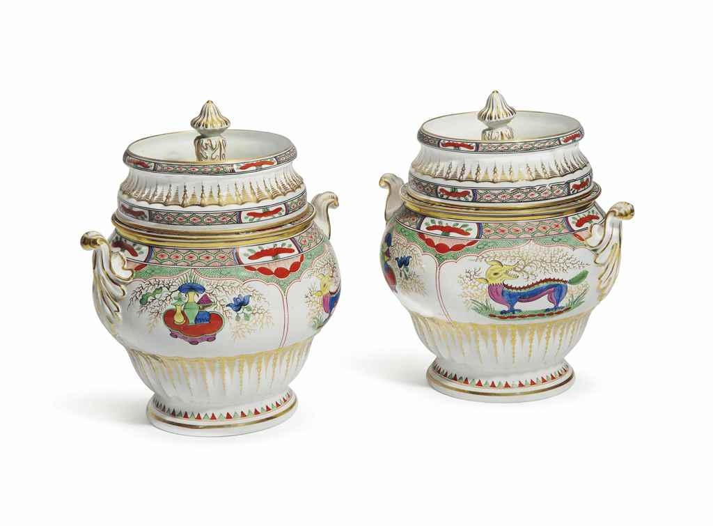 A PAIR OF ENGLISH PORCELAIN FA