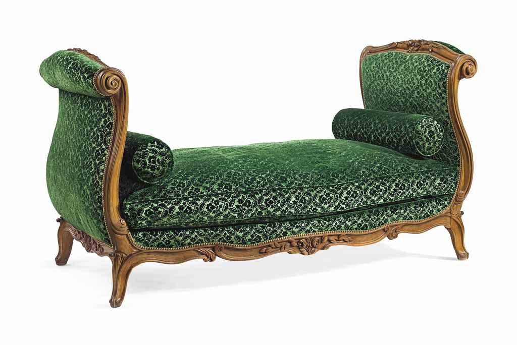 A LOUIS XV BEECHWOOD LIT DE RE