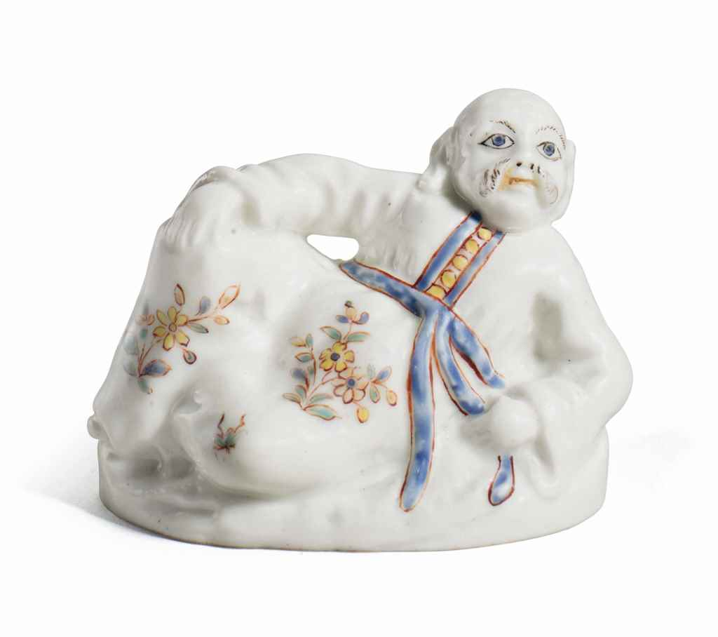 A SAINT-CLOUD PORCELAIN FIGURA