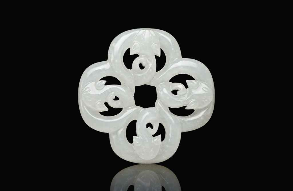 A WHITE JADE 'DRAGON' PENDANT