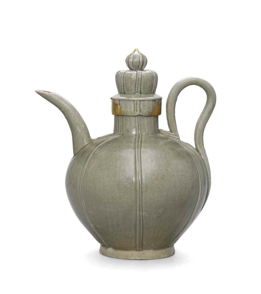 AN INCISED YUE EWER AND COVER