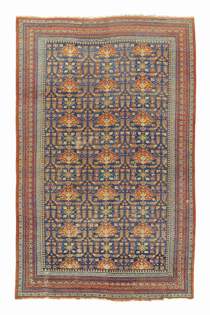 A LARGE ANTIQUE MAHAL CARPET,