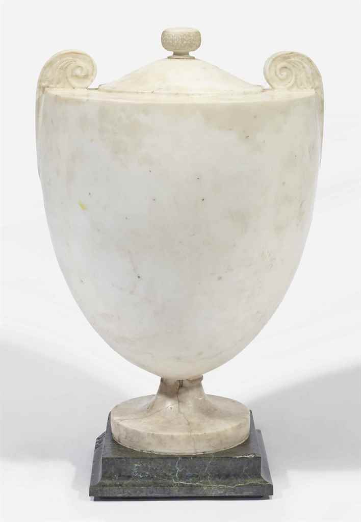 VASE ORNEMENTAL D'EPOQUE NEOCL