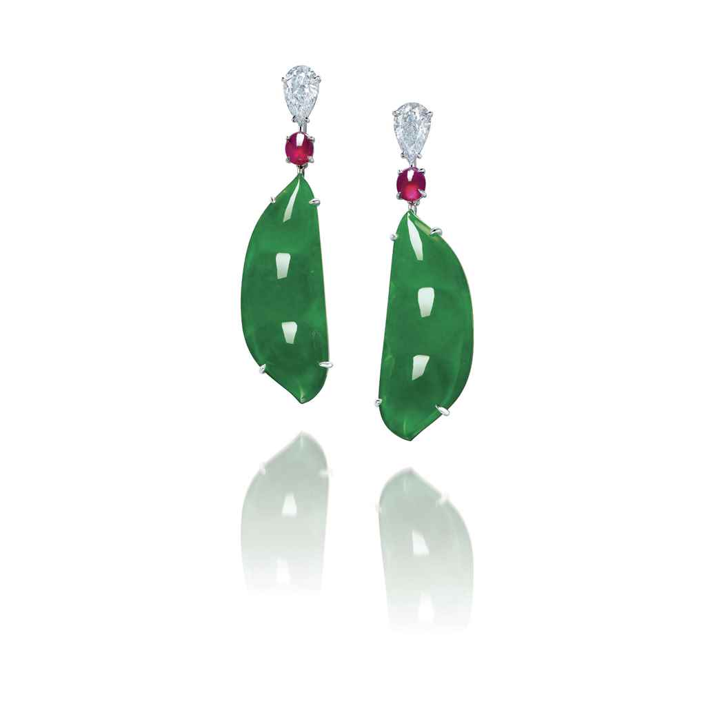 A CHARMING PAIR OF JADEITE, DI