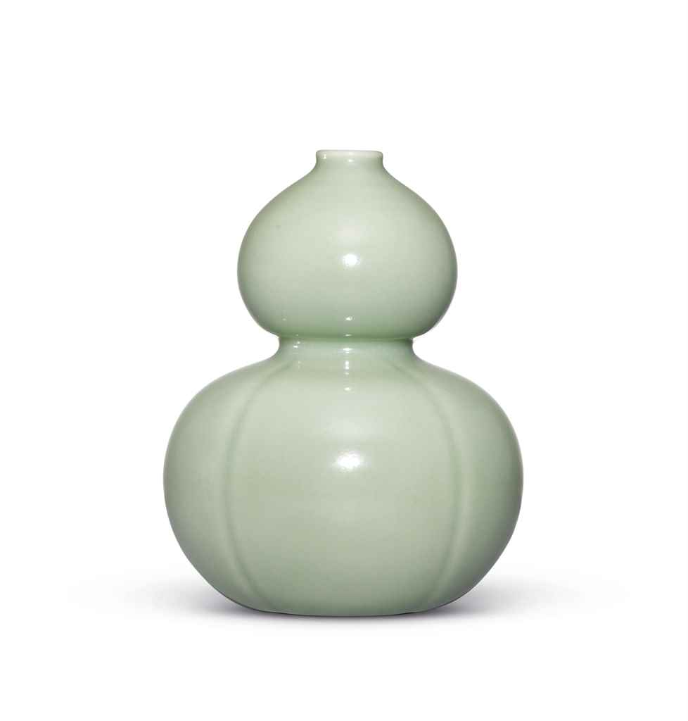 A FINE CELADON-GLAZED DOUBLE G