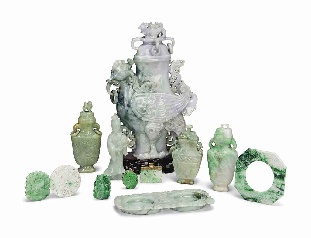 A GROUP OF TWELVE CHINESE JADE