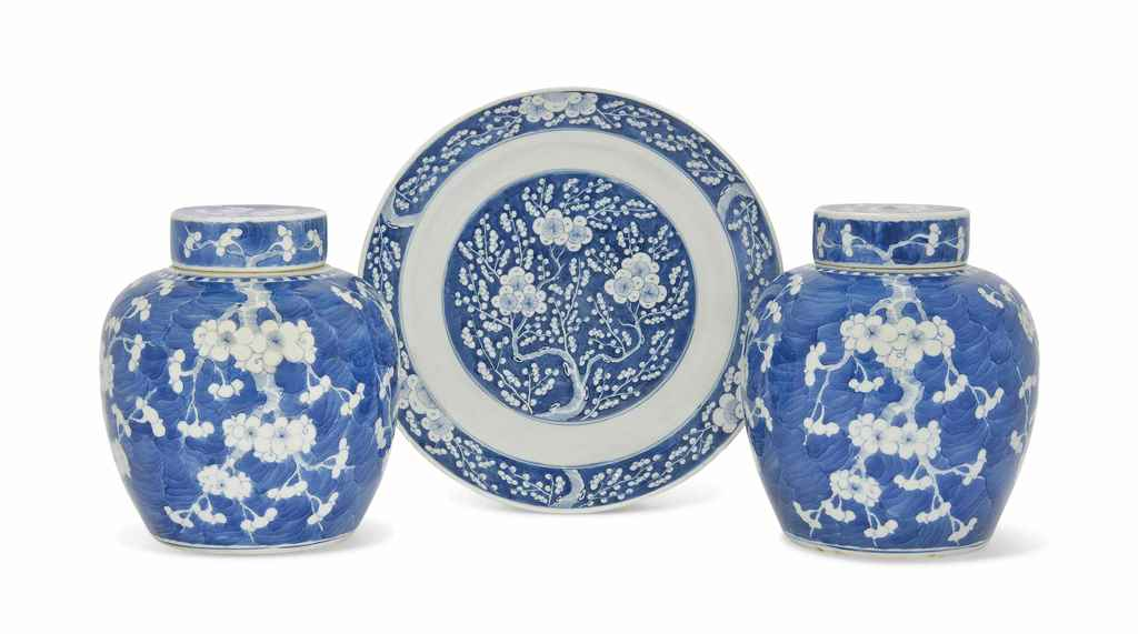 A CHINESE BLUE AND WHITE PRUNU