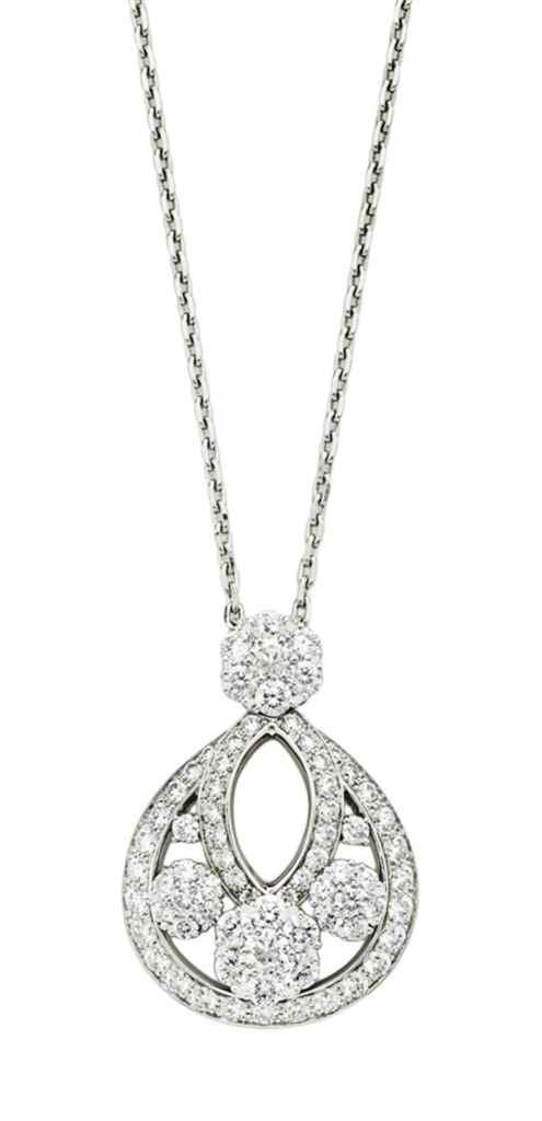 A DIAMOND 'SNOWFLAKE' PENDANT