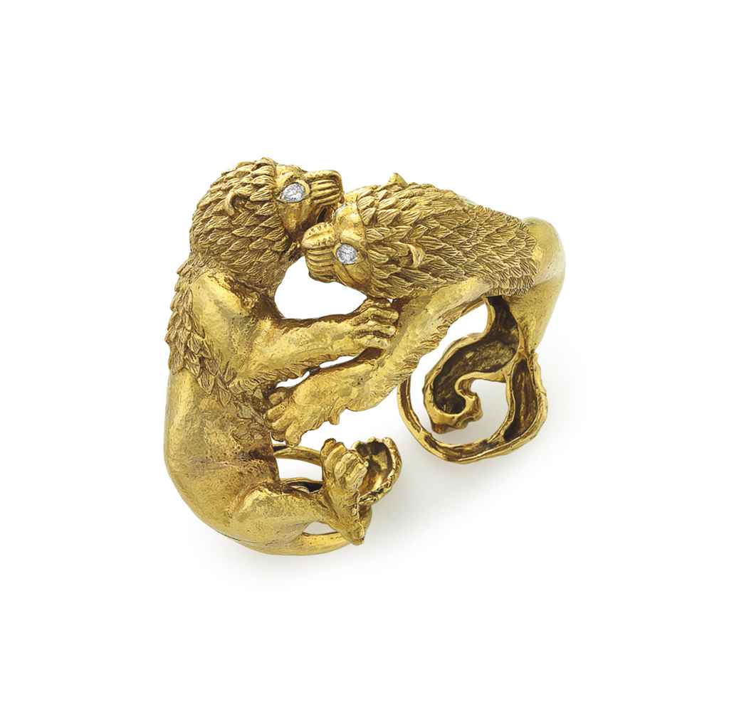 A GOLD AND DIAMOND LION CUFF B
