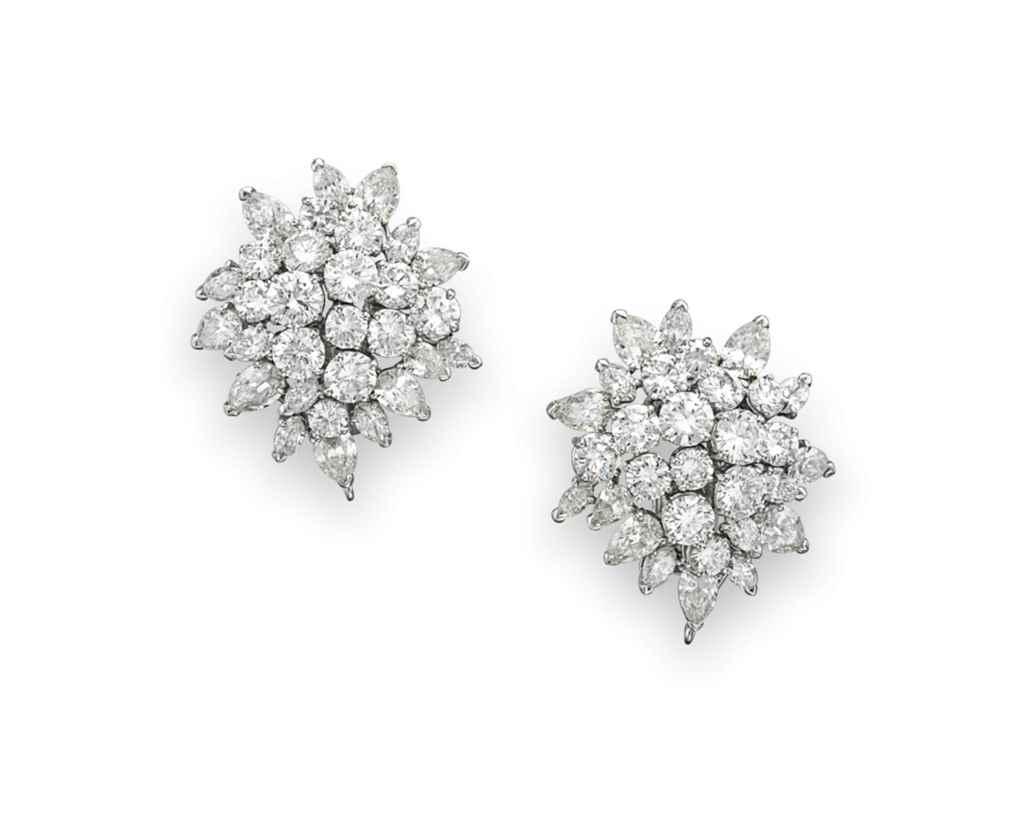 A PAIR OF DIAMOND EAR CLIPS, B