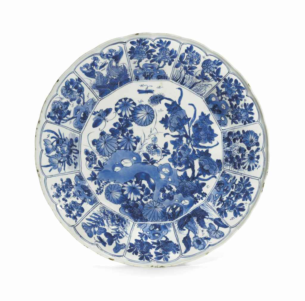 A BLUE AND WHITE MOLDED DISH