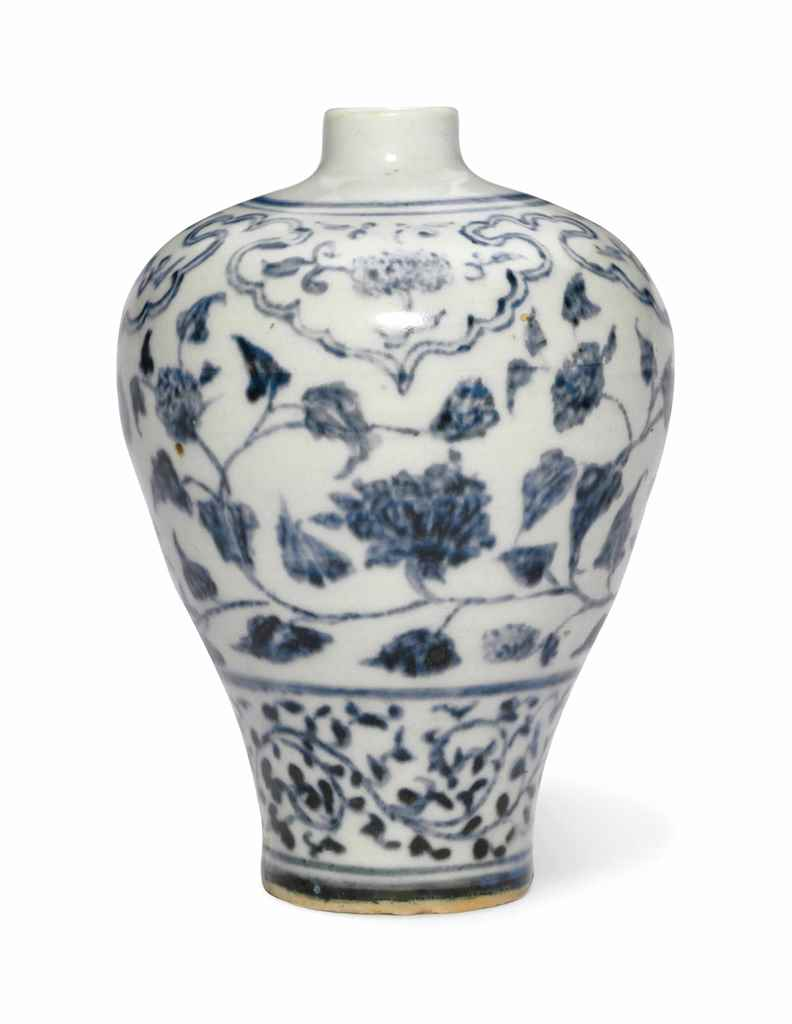 A SMALL BLUE AND WHITE VASE, M