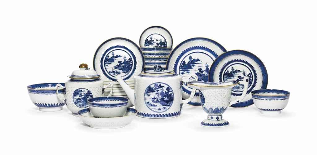 A BLUE AND WHITE PART TEA SERV