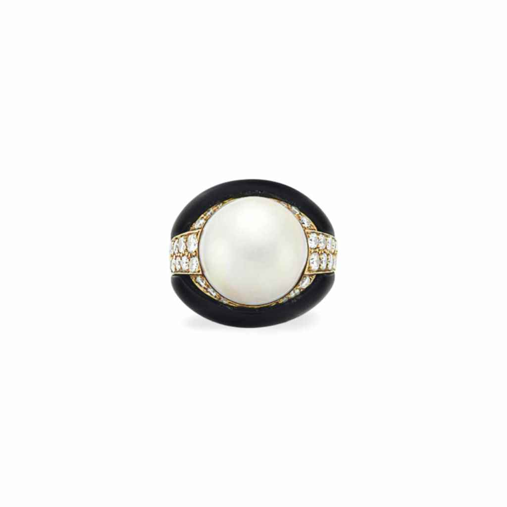 A MABÉ PEARL, DIAMOND AND ONYX