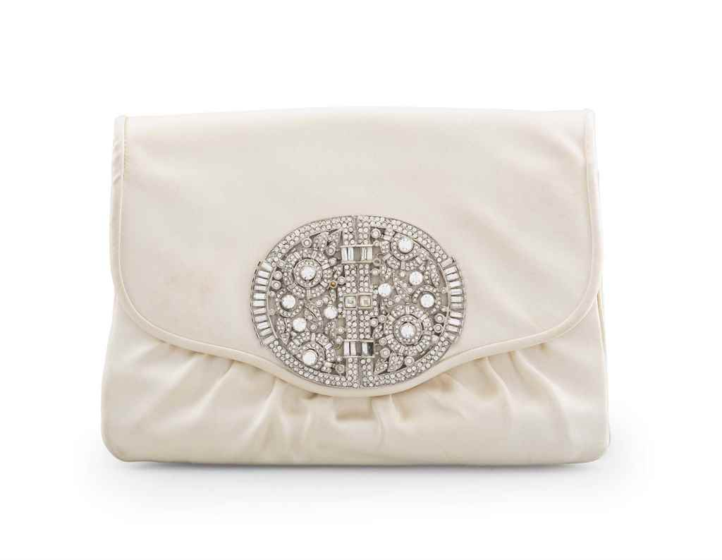 A CREAM SATIN ENVELOPE CLUTCH
