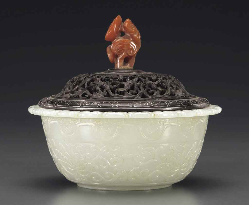 A WELL-CARVED WHITE JADE BOWL