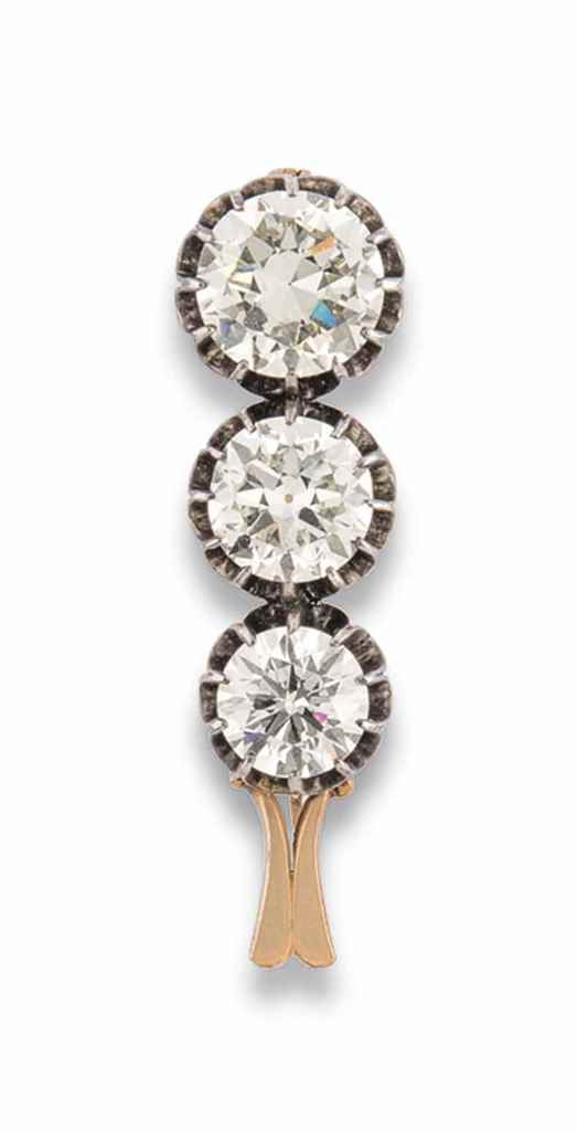 A DIAMOND THREE STONE BROOCH