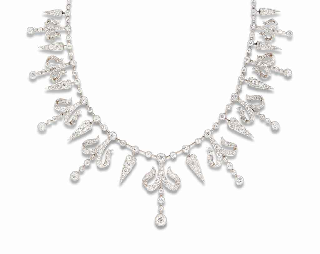 AN EDWARDIAN DIAMOND NECKLACE