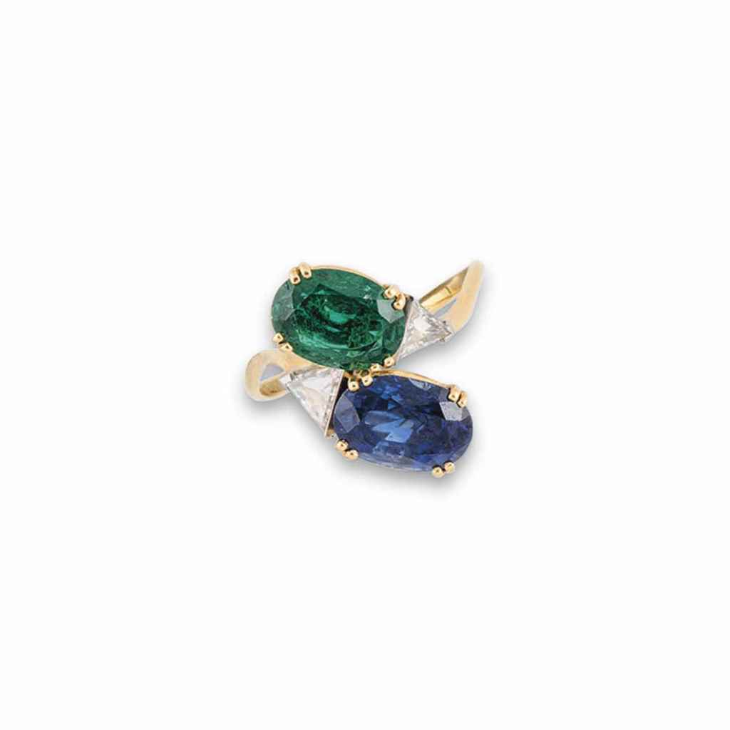 A SAPPHIRE, EMERALD AND DIAMON
