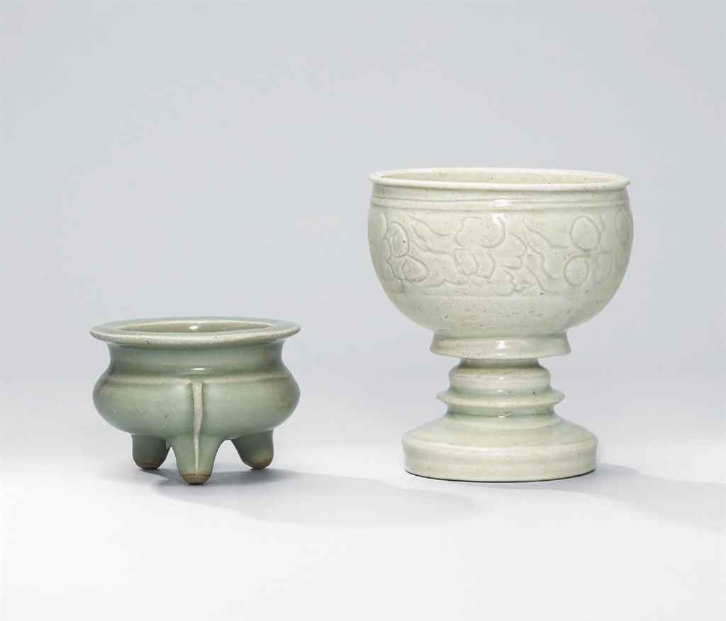 A CARVED QINGBAI CENSER AND A