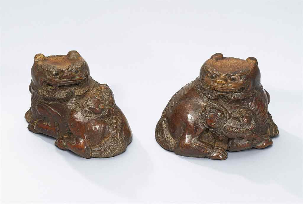 A PAIR OF CARVED BAMBOO 'LIONS