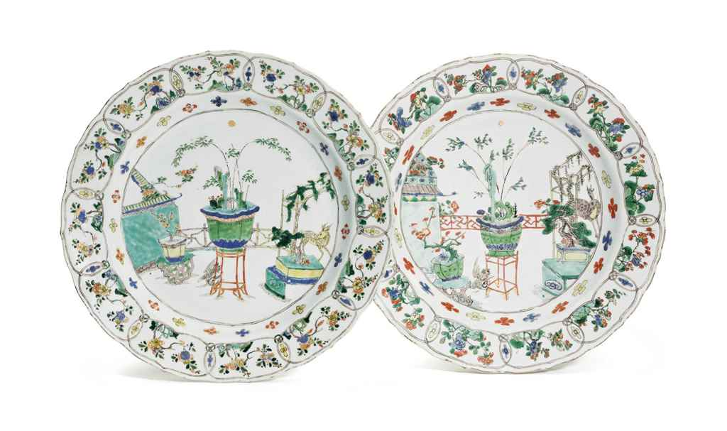 A PAIR OF CHINESE EXPORT FAMIL