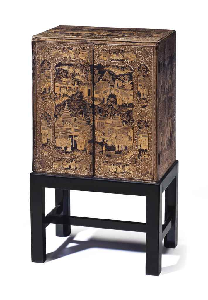 A SMALL CHINESE EXPORT LACQUER