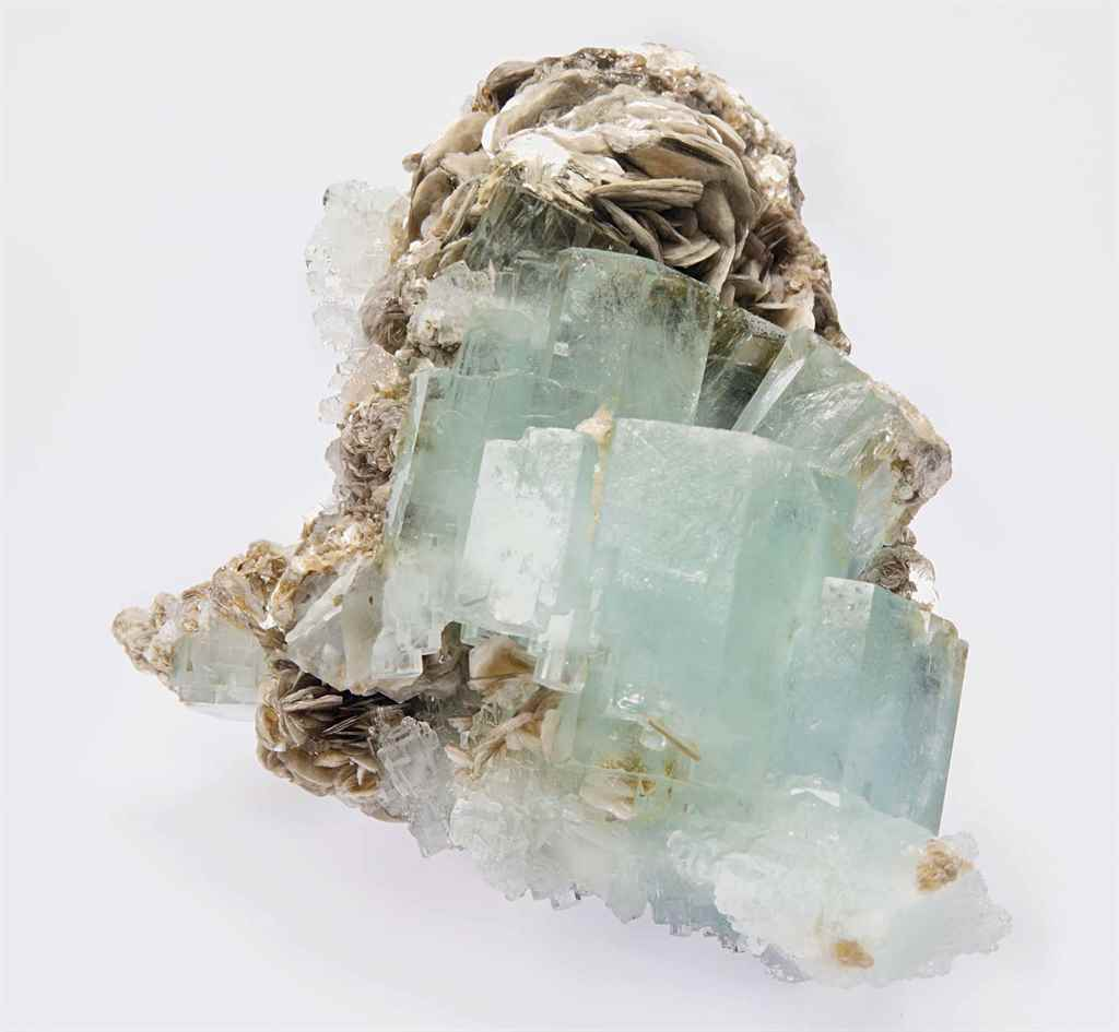 A SPECIMEN OF AQUAMARINE