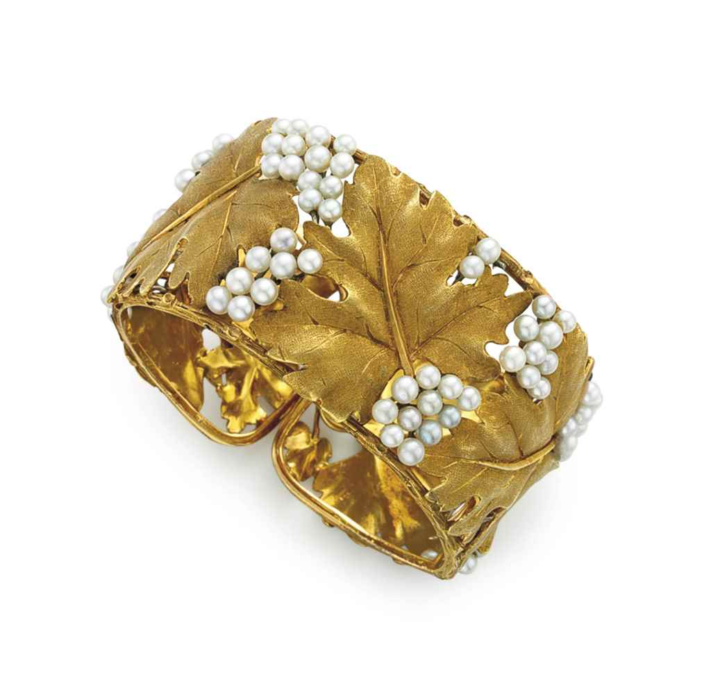 A CULTURED PEARL AND GOLD CUFF