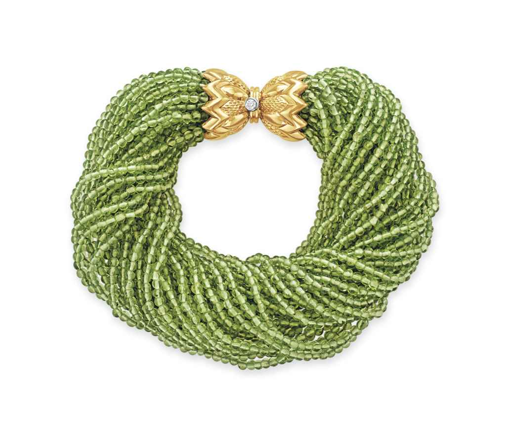 A PERIDOT BEAD AND GOLD BRACEL