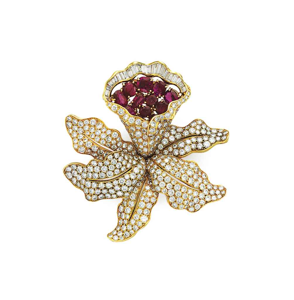 A DIAMOND AND RUBY FLOWER BROO