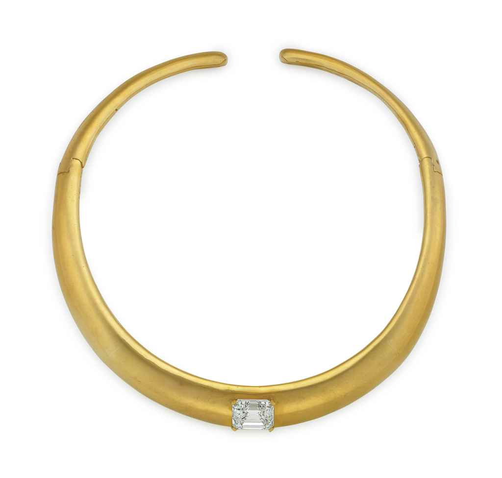 A DIAMOND AND GOLD CHOKER NECK
