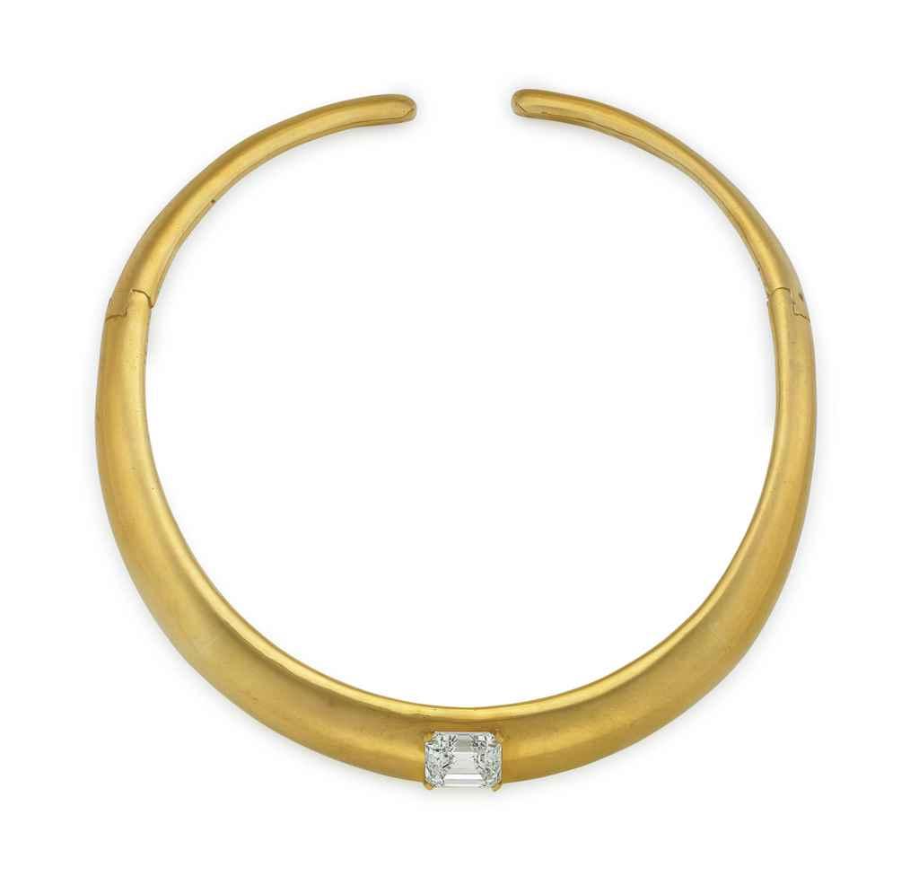 A DIAMOND AND GOLD CHOKER NECK