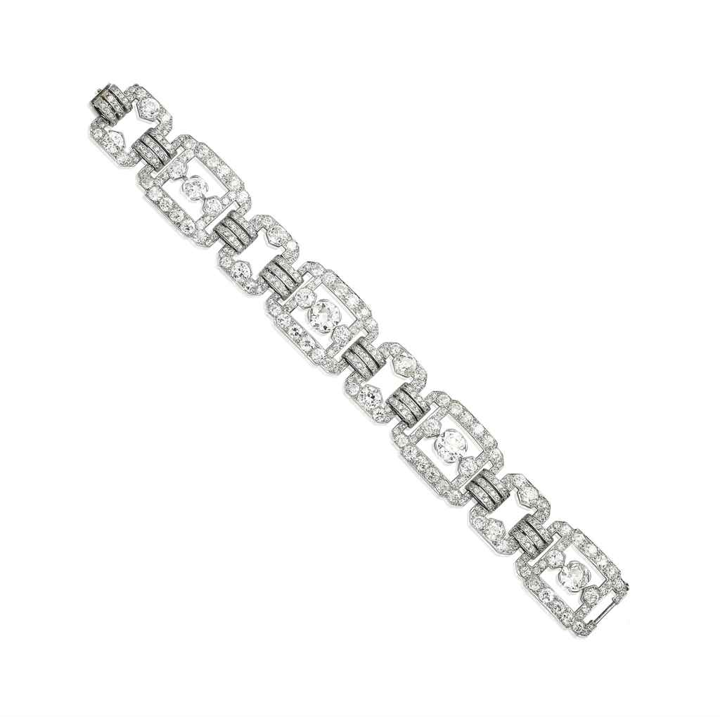 AN ART DÉCO DIAMOND BRACELET,