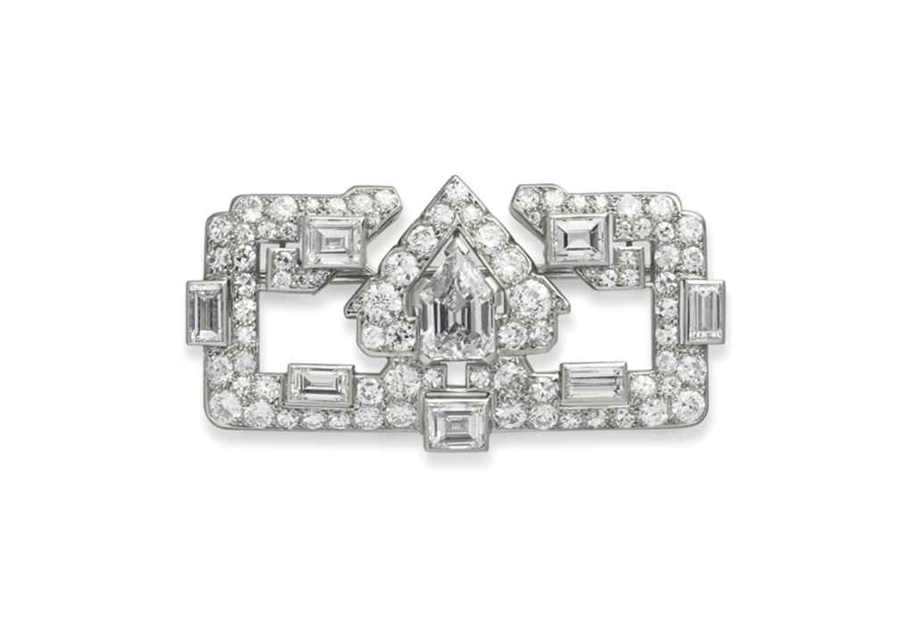 AN ART DÉCO DIAMOND BROOCH, BY