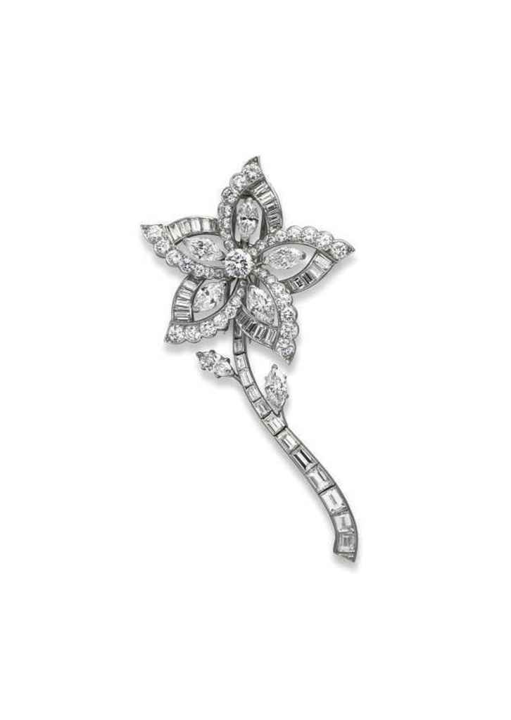 A DIAMOND FLOWER BROOCH/PENDAN