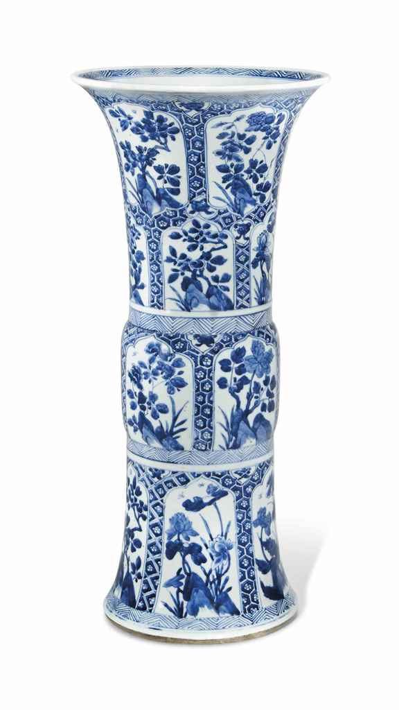 A BLUE AND WHITE VASE, GU