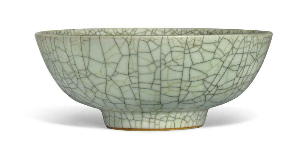 A LARGE CELADON CRACKLE-GLAZED