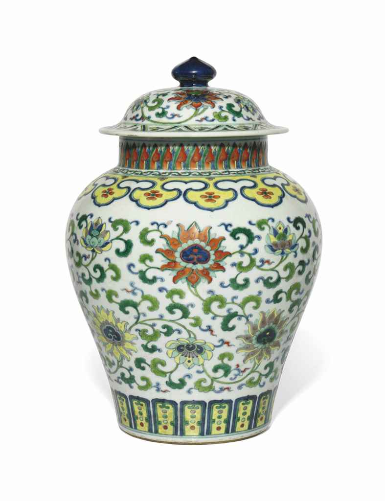 A DOUCAI BALUSTER JAR AND COVE