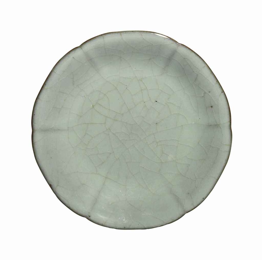 A SMALL RU-TYPE FOLIATE DISH
