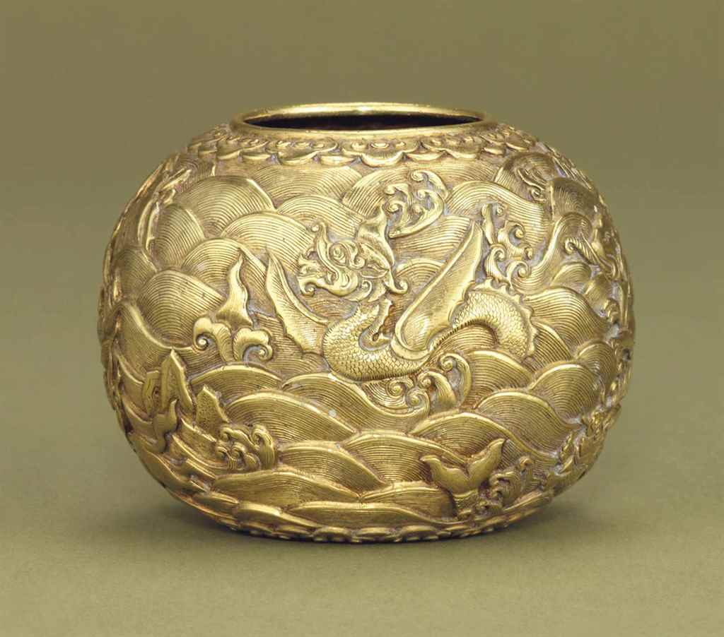 A GOLD GLOBULAR WATERPOT