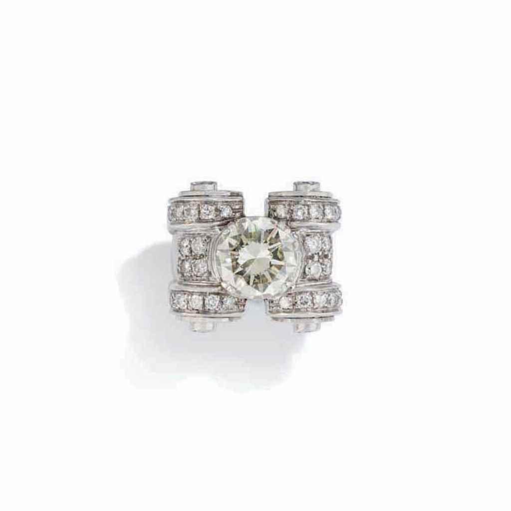 A MID 20TH CENTURY DIAMOND RIN