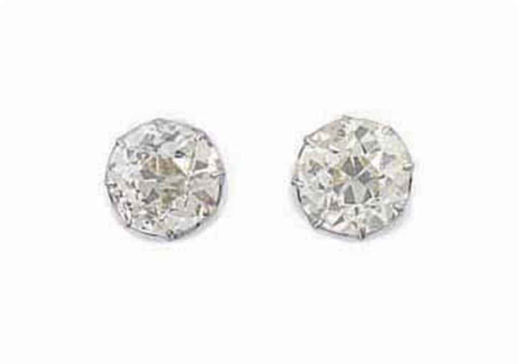 A PAIR OF DIAMOND SINGLE STONE