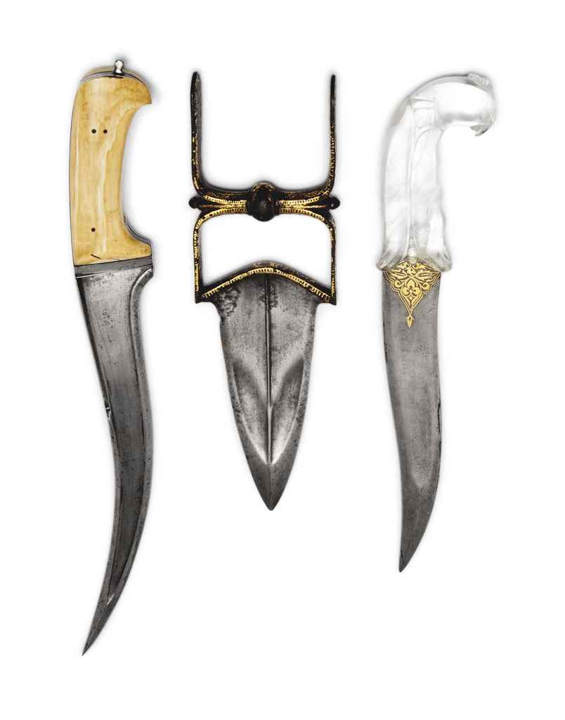 A GOLD-DAMASCENED PUSH-DAGGER