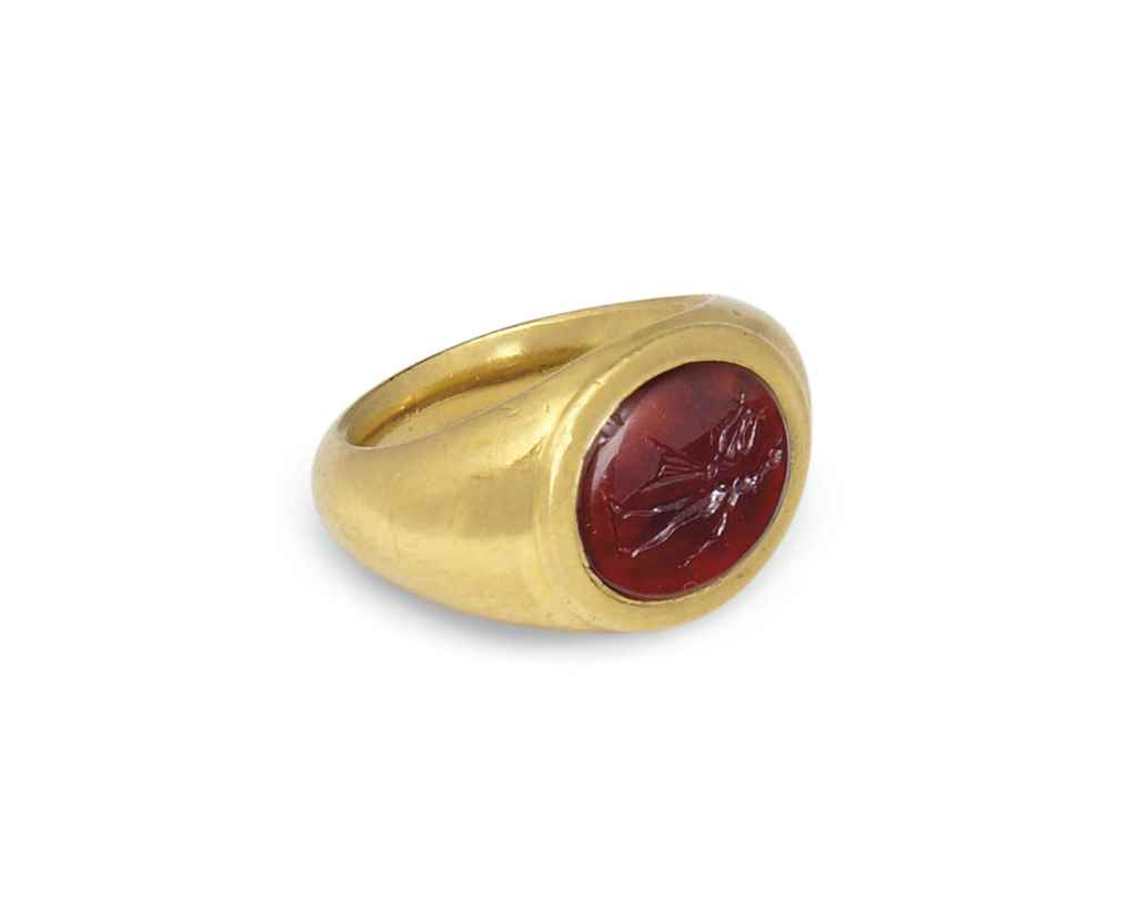 A GOLD AND CARNELIAN RING WITH