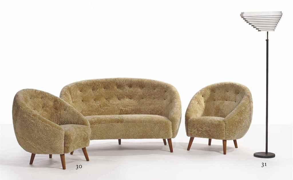 Attribu viggo boesen 1907 1985 mobilier de salon for Canape et deux fauteuils